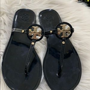 Black Tory Burch mini miller jellies❤️❤️